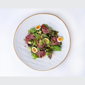 Зелёный салат с ростбифом